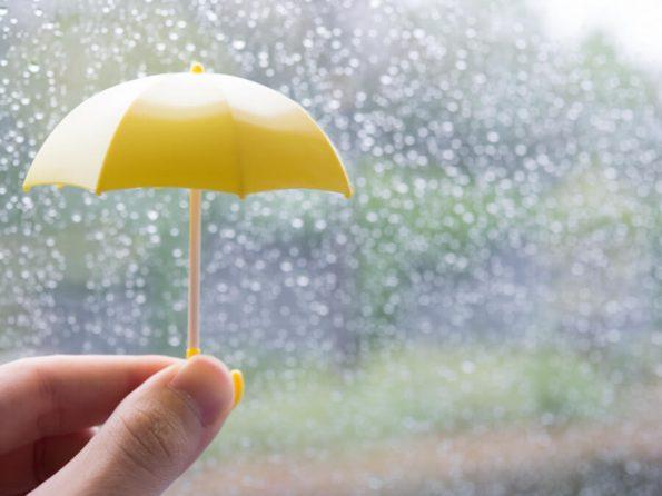 黄色のおもちゃの傘